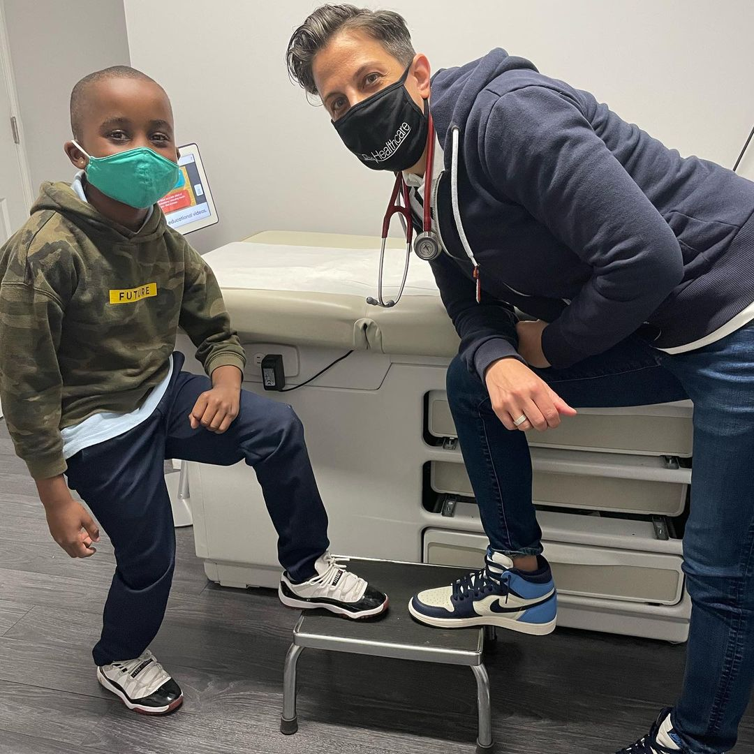 E with a cool kid
